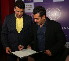 Mr. Saurabh Gadgil and Mr. Salman Khan signing MoU